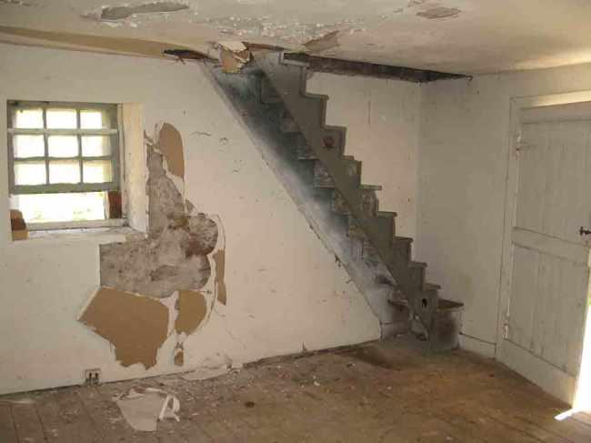 restoration-stairs-before